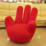 Самый оригинальный пуф с пальцами