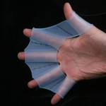 Перепончатые перчатки для плаванья