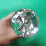 Огромное кольцо с бриллиантом