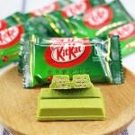12 маленьких КитКатов со вкусом зелёного чая